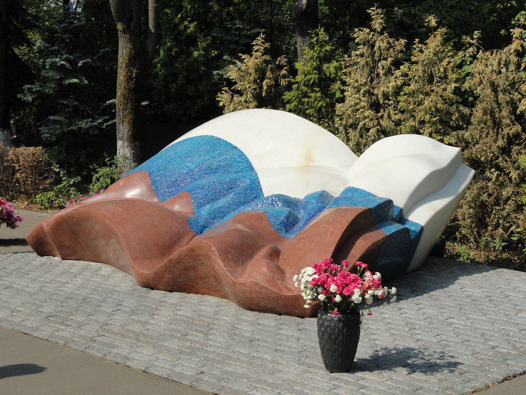 A photo of Yeltsin's Grave in Novodevichy Cemetery. Photo credits to Espino Family
